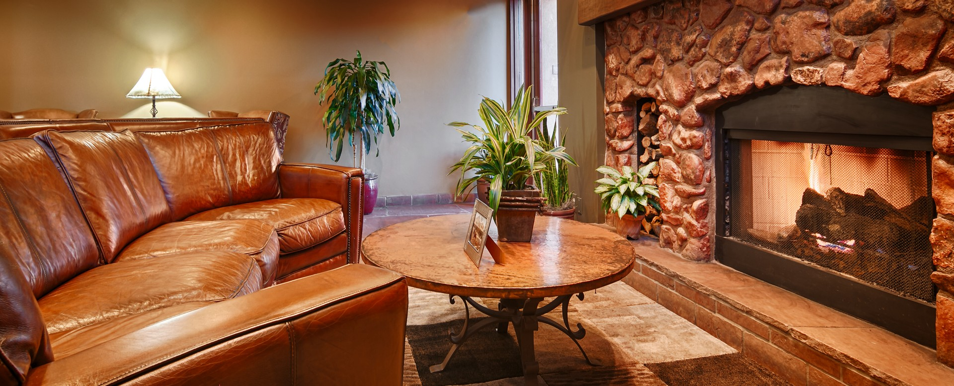 Best Western Plus Inn of Sedona-Lobby Seating and Fireplace
